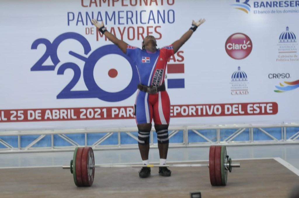 Crismery Santana reacciona luego de lograr el récord panamericano (115 kilos) en la modalidad arranque de la categoría 87 kilogramos.
