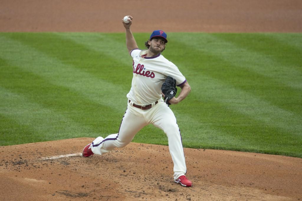 Aaron Nola, #27 de los Philadelphia Phillies, lanzó su primer juego completo en las Mayores.   (Foto: Mitchell Leff/Getty Images/AFP)