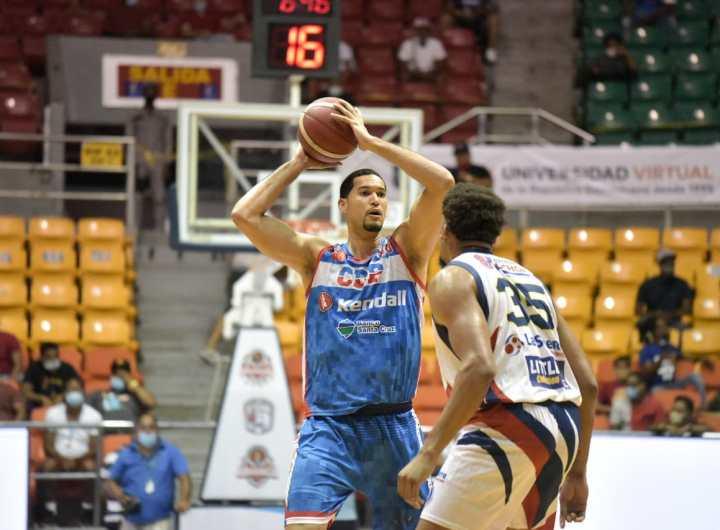 Eloy Vargas se destacó en la primera victoria del CDP en las semifinales. (Foto: Prensa Abasaca)