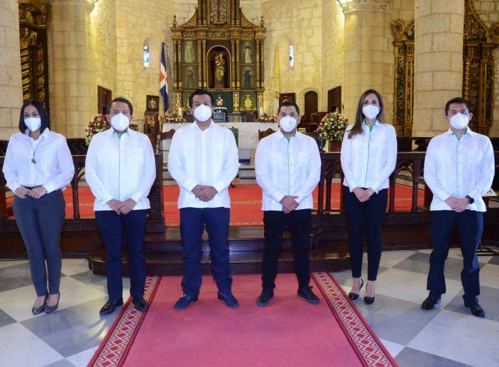 Lizzie González, Mario Medina, Arturo Marroquín, Carlos Butrón, Lorena Gutiérrez y Ubaldo Dedios