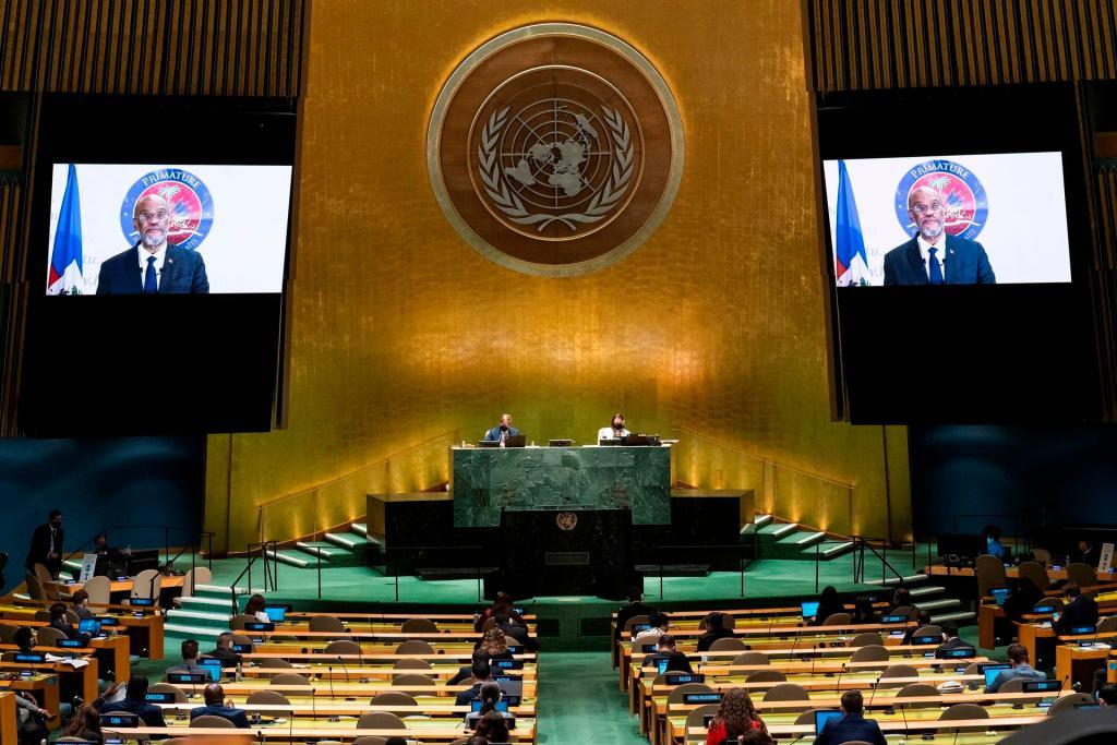 El primer ministro de Haití, Ariel Henry, es visto en un monitor durante su participación virtual ante la Asamblea General de la ONU, este 25 de septiembre de 2021, en Nueva York. EFE/Eduardo Muñoz/Pool