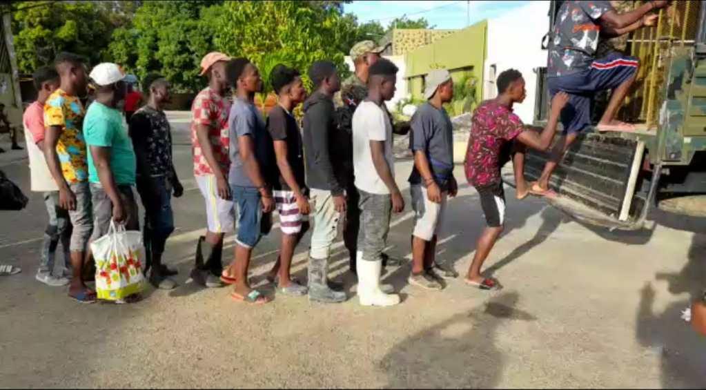 Ejército devuelve Haitianos.