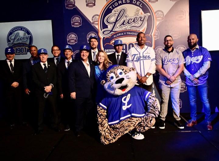Tigres del Licey presentan el equipo  y personal técnico para venidero torneo de béisbol invernal dominicano.