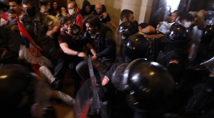 Objašnjavamo španskom mediju proteste protiv karantina u Srbiji