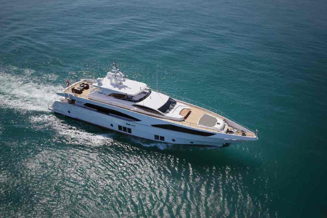 Majesty Yachts 122
