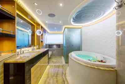 Majesty 155 Owners En Suite
