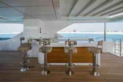 Majesty 140 Sun Deck Bar