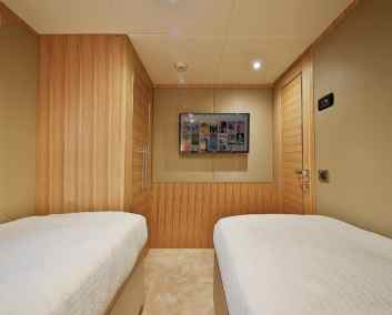 Nomad 65 Twin Guest Cabin