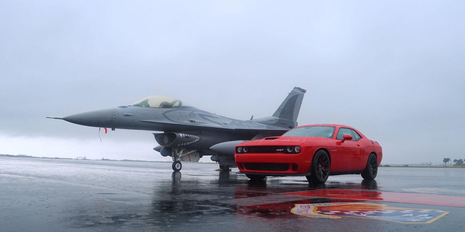 Wallpaper Car Tokyo Drift We Raced A Dodge Challenger Hellcat Against A Usaf F 16