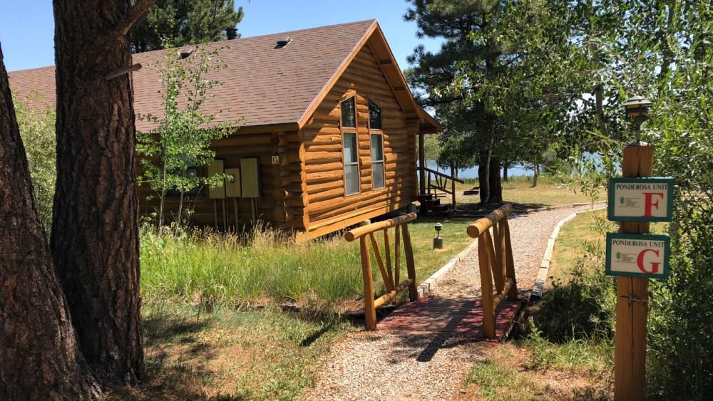 Die hübschen Alpine Cabins der Red Canyon Lodge in der Flaming Gorge NRA