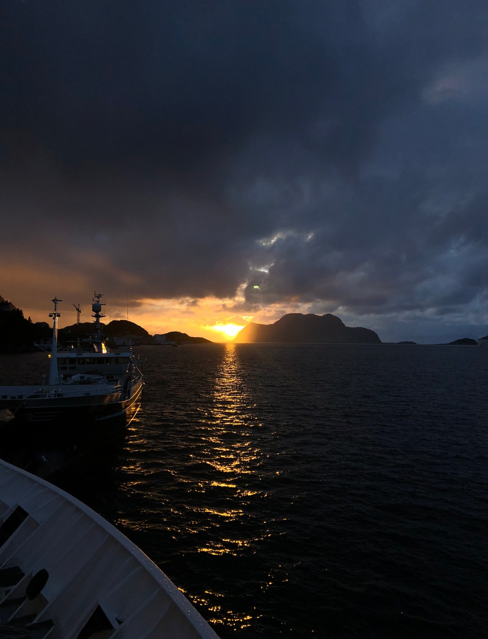 Sonnenuntergang in Ålesund an Bord der MS Polarlys