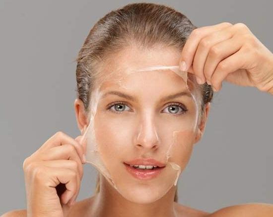 Egg white mask against wrinkles