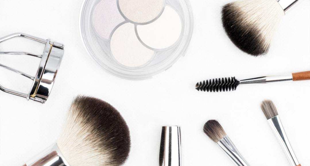 Top 5 Simple & Easy Makeup Tricks for Busy Girls
