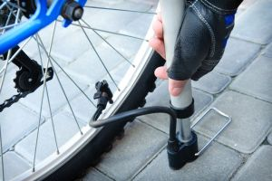 Useful Tips On How to Change a Road Bike Tire
