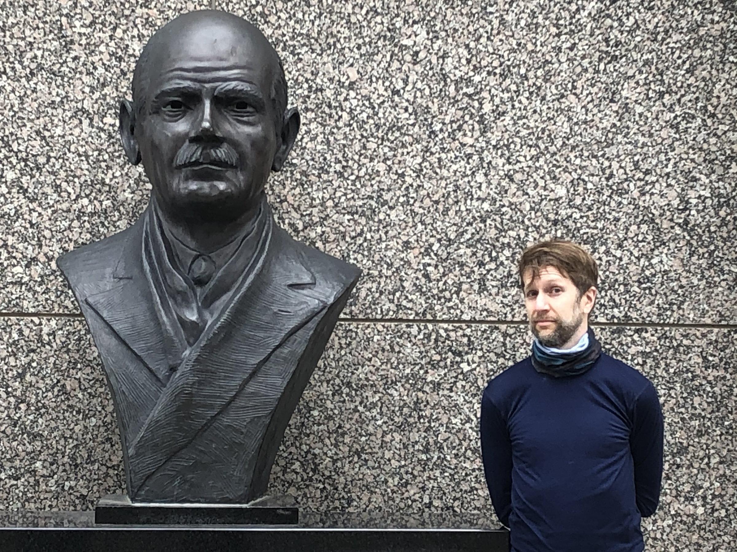 Ken standing next to Gutzon Borglum's bust
