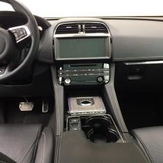 2017-Jaguar-F-Pace.09