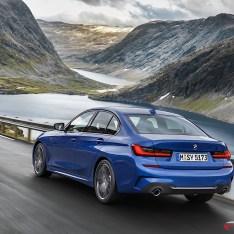 2019-BMW-3-Series-330i-330xi-06