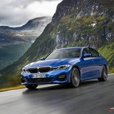 2019-BMW-3-Series-330i-330xi-11