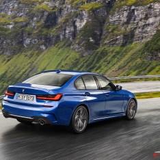 2019-BMW-3-Series-330i-330xi-13