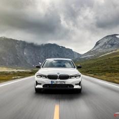 2019-BMW-3-Series-330i-330xi-46