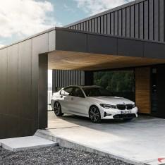 2019-BMW-3-Series-330i-330xi-52