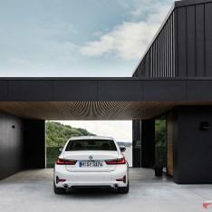2019-BMW-3-Series-330i-330xi-56