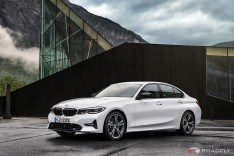 2019-BMW-3-Series-330i-330xi-57