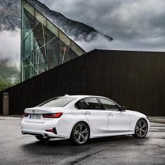 2019-BMW-3-Series-330i-330xi-58