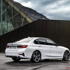 2019-BMW-3-Series-330i-330xi-59