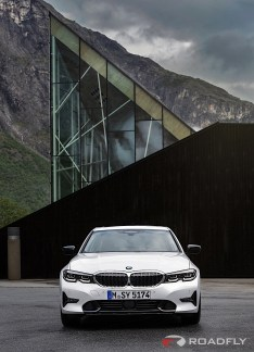 2019-BMW-3-Series-330i-330xi-61