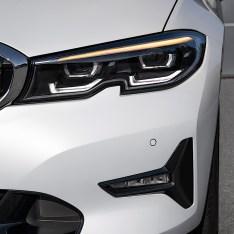 2019-BMW-3-Series-330i-330xi-71