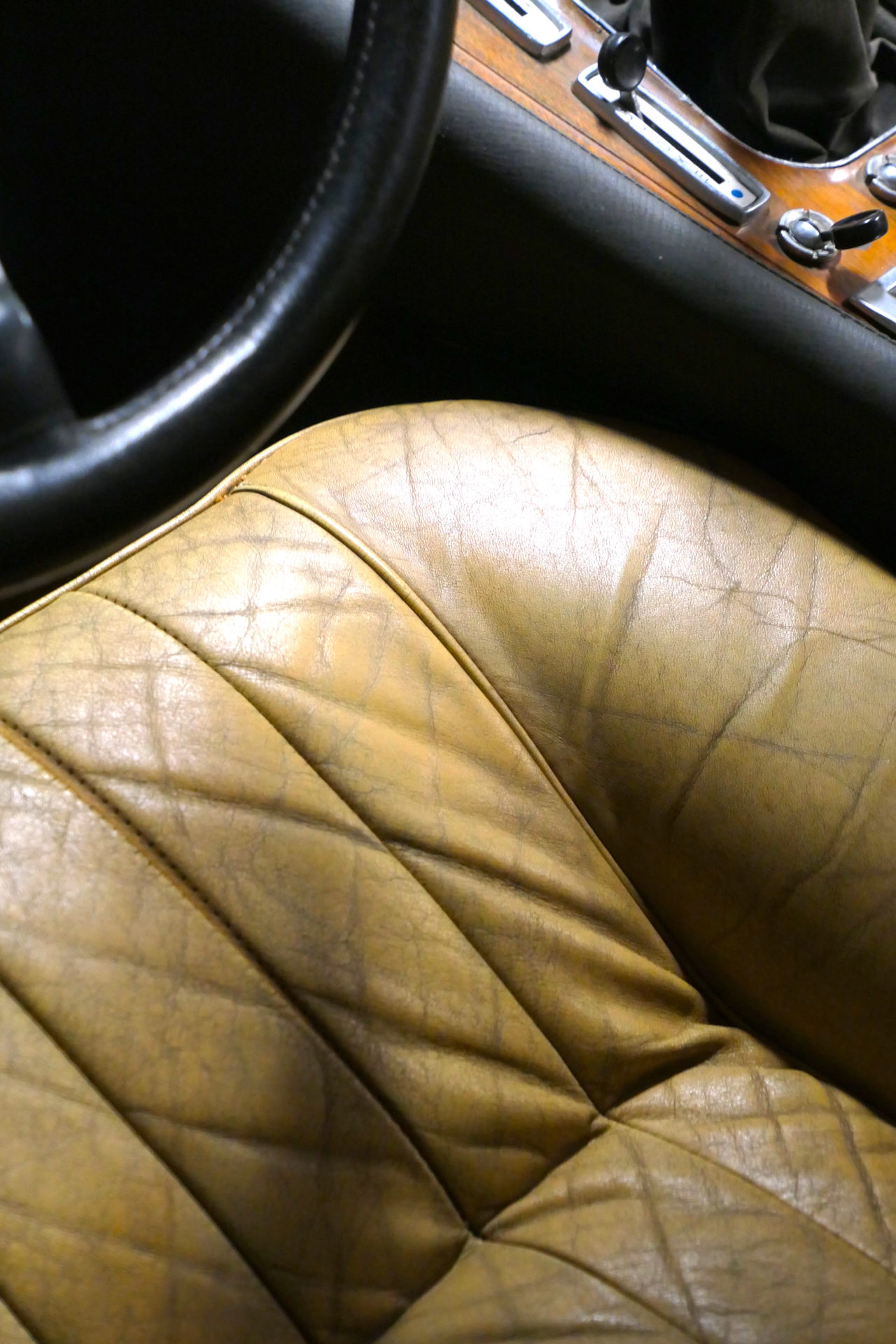 roadrugcars road rug cars artcurial sur les champs ferrari 365 GT4 22 patinated leather seat