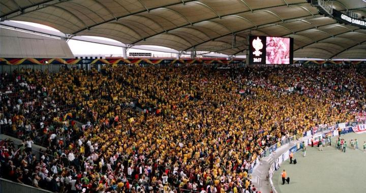 Socceroo fans in curva