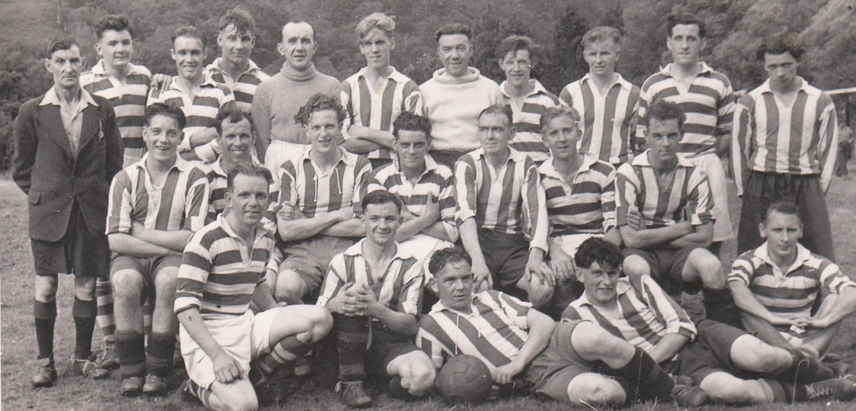 1949 Kinloch football two teams