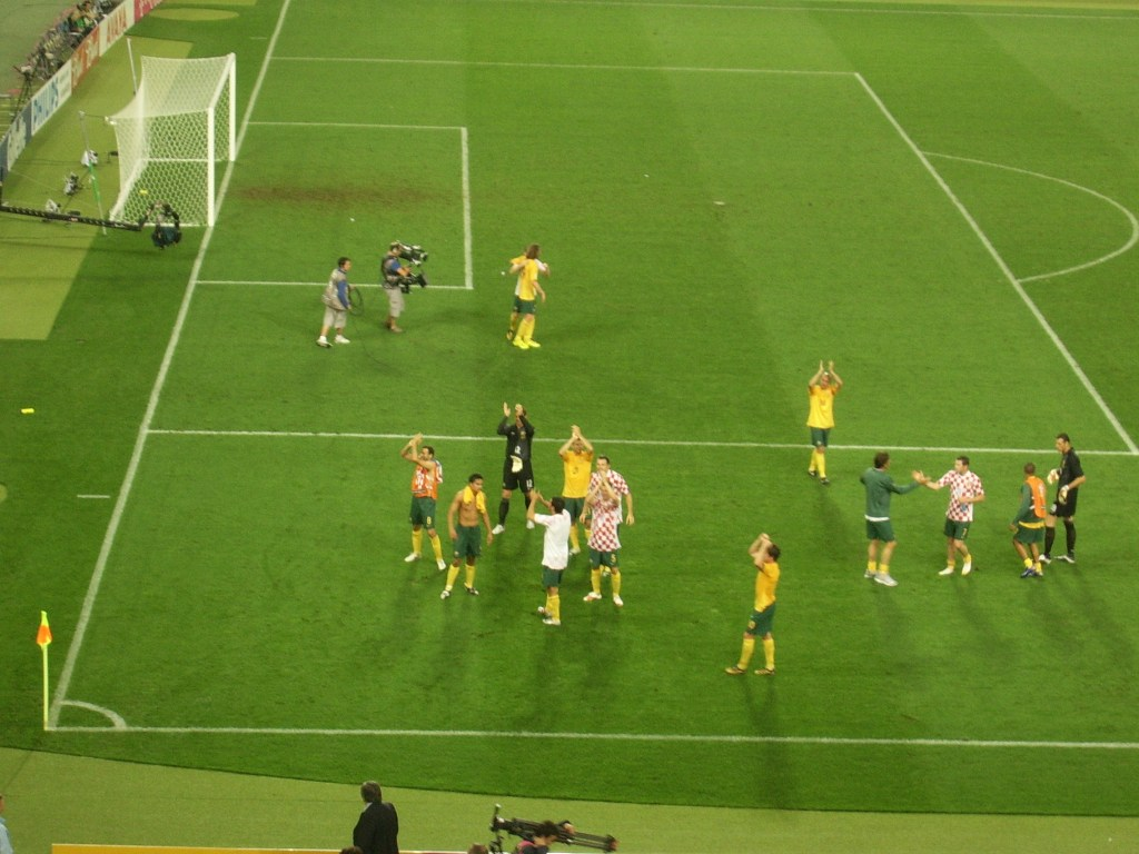 Socceroos applaud fans