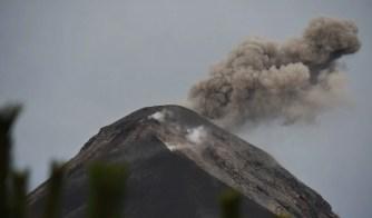 Rauch aus dem Vulkan Fuego