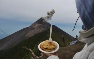 Frühstück auf dem Vulkan Acatenango, Guatemala