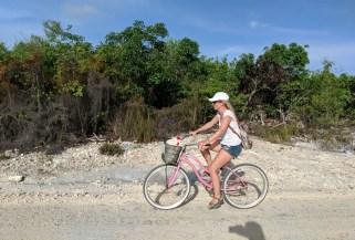 Fahrrad fahren zum Secret Beach auf Caye Ambergris