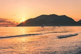 Sonnenaufgang an der Anse Volbert