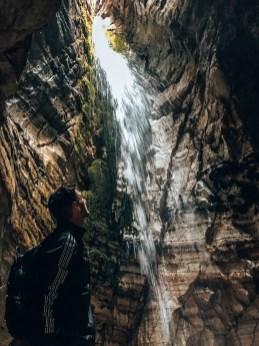 Wasserfall in der Trollkirka Höhle