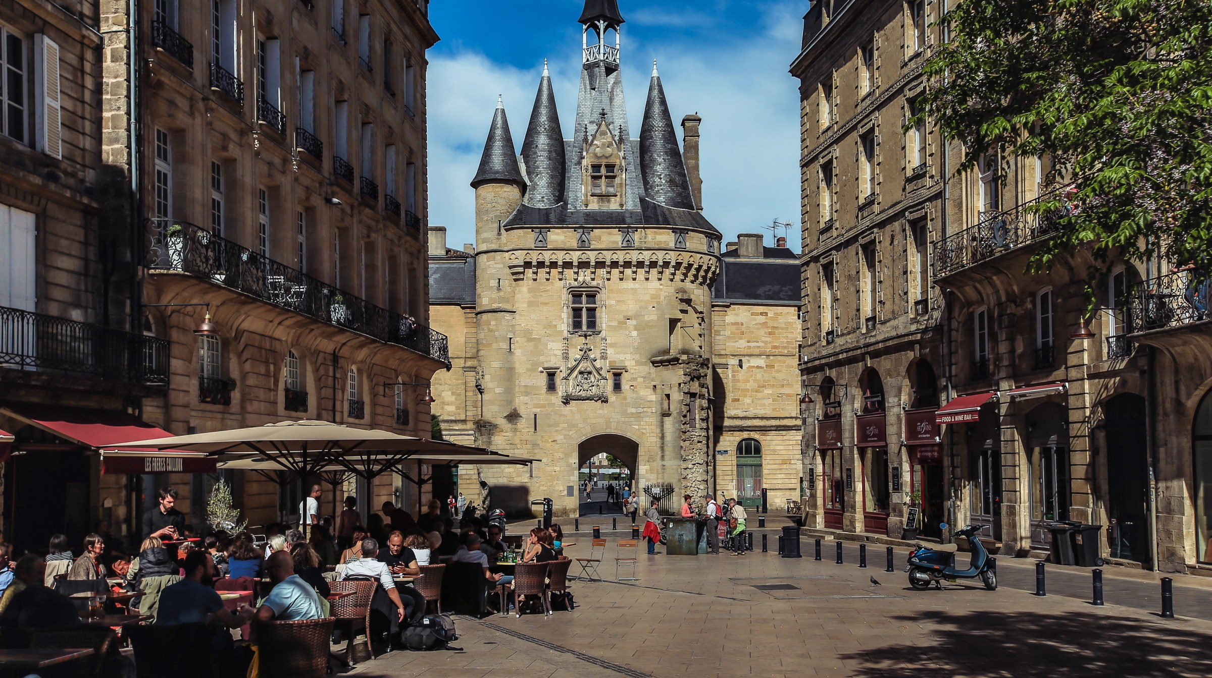Walking Tour Bordeaux Old And Very New