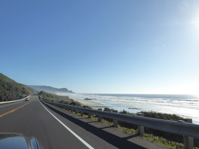 Driving south on highway hwy 101 in Oregon State, USA
