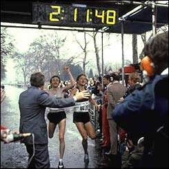 simonsen-beardsley-london-marathon-finish-1981-bbc.jpg