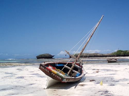 kenya-dhows-on-the-beach-by-roadsofstone