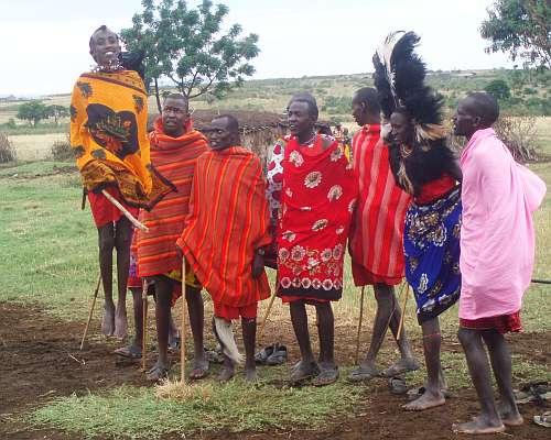 masai-warriors-dancing-kenya-by-roadsofstone