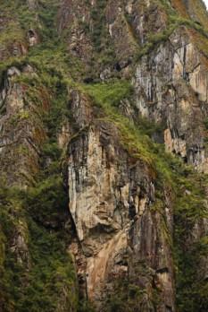 """Το """"κεφάλι"""". Περπατώντας στη κοιλάδα, πλάϊ στις γραμμές του τραίνου, αυτός ο βράχος μας τράβηξε τη προσοχή ..."""