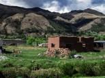 Τα πλινθόκτιστα σπίτια, εδώ ένα υπο κατασκευή, είναι η βασική ή και αποκλειστική μορφή στέγασης στην επαρχία του Περού