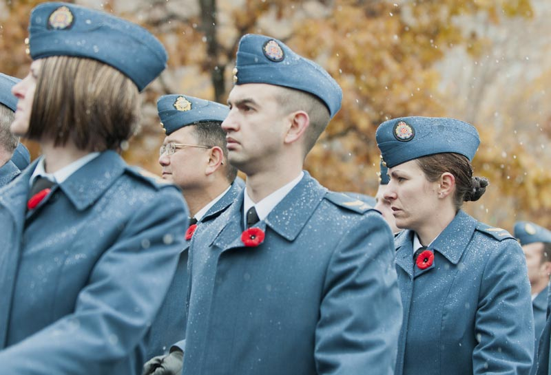 defenders wearing poppies