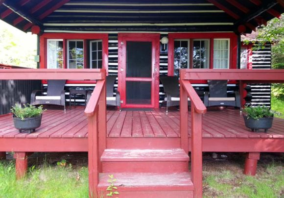 Killarney-Lodge-red-cabin
