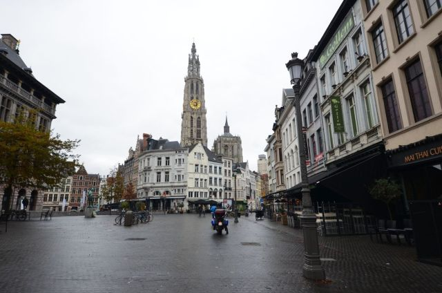 Cathédrale d'Anvers depuis la Suikerrui